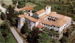 Manzano (Udine): gli invitati in Chiesa per il matrimonio. Fuori i ladri ripuliscono le auto
