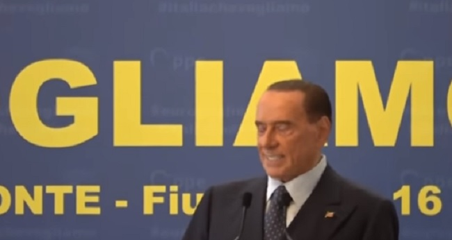 """Berlusconi: """"Ho passato un'estate monacale, ma sono ancora un birichino"""""""