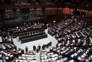 """Pensioni, """"ai dipendenti parlamentari 140mila euro l'anno, il quadruplo del versato"""""""