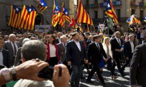 Catalogna, arrestato braccio destro del vicepresidente. Proteste in piazza