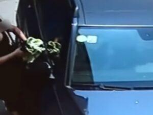 YOUTUBE Cina, sorprende il marito con l'amante in macchina: lui la travolge e la uccide