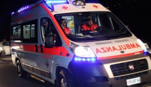 Milano, ambulanza si scontra con un'auto e si ribalta: sette feriti