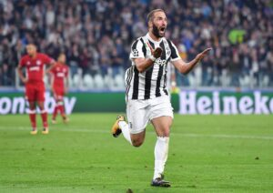 Champions, Higuain stende l'Olympiacos: Juventus torna in corsa