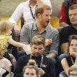 YOUTUBE Principe Harry agli Invictus Games: la bimba gli ruba i pop corn2