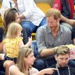 YOUTUBE Principe Harry agli Invictus Games: la bimba gli ruba i pop corn01