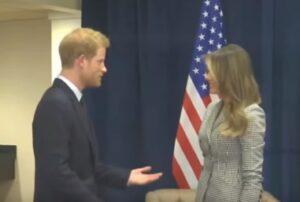 Linguaggio corpo svela quello che principe Harry pensa di Melania Trump durante l'incontro a Toronto