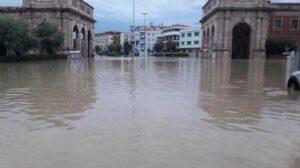 Livorno allagata. Sindaco M5S Nogarin e Regione Pd litigano su allerta e responsabilità