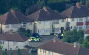 Attentato Londra, blitz polizia nel Surrey, evacuato intero quartiere