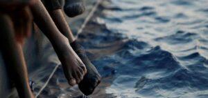 Migranti, fermato barcone nel Mar Nero: ora i profughi sbarcano in Romania