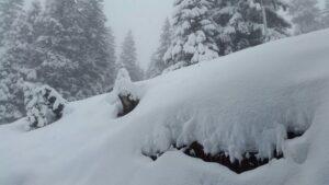Maltempo, neve e grandine sulle Dolomiti: strada blocata