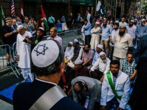 New York, parata musulmana guidata da un rabbino