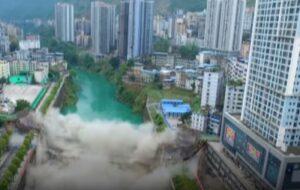 Cina, una tonnellata e mezzo di esplosivo per abbattere il ponte di 40 anni fa