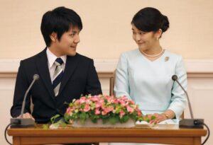 """Principessa Mako sposa l'avvocato """"comune"""": rinuncia al titolo imperiale"""