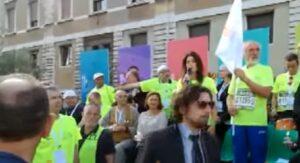 Roma, Virginia Raggi fischiata alla partenza della mezza maratona della pace