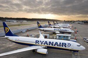 Ryanair, voli cancellati: risarcimento di 950 euro a una coppia