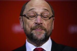 """Martin Schulz, gaffe sessista: """"Le belle giornaliste mi motivano"""""""