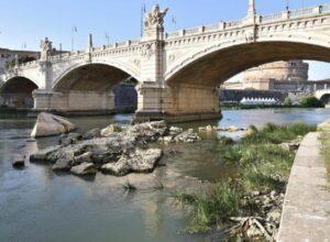 """Roma, Autorità Tevere scrive a Raggi: """"rischio alluvione 250mila cittadini. Manutenzione inesistente"""""""