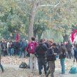 G7 Torino, manifestanti lanciano fumogeni e petardi: polizia carica01