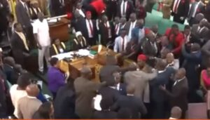 Uganda, rissa al Parlamento: aste dei microfoni usate come arma