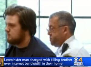 """Ammazza il fratello a coltellate: """"Mi rallentava la connessione internet"""""""