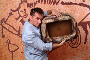 Caveman, un cavernicolo al teatro Sala Umberto con Maurizio Colombi