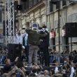 Beppe Grillo, Luigi Di Maio e Alessandro Di Battista bendati a Roma