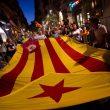 Catalogna, code all'alba per votare. Polizia catalana sta a guardare, Guardia Civil sfonda la porta10