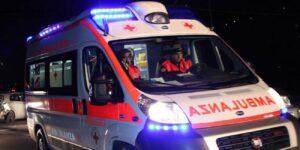 Incidente Padula, auto va fuori strada e si schianta: 5 ragazzi feriti