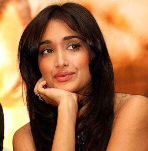 """Jiah Khan, star di Bollywood impiccata a Mumbai. La famiglia: """"Non fu suicidio"""""""