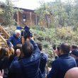 Terremoto, Nonna Peppina lascia in lacrime la casetta di legno abusiva03