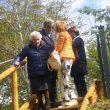 Terremoto, Nonna Peppina lascia in lacrime la casetta di legno abusiva04