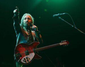 """Tom Petty, giallo sulla sua morte. Tmz: """"Gli hanno staccato la spina"""""""
