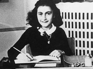 Una scritta choc è apparsa a pochi passi dalla scuola Anna Frank ad Adria