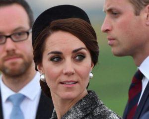 Spaventa i sudditi inglesi Kate Middleton, apparsa senza anello di fidanzamento
