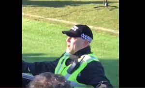 leeds-poliziotto-cori