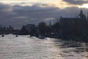 Parigi, Senna in piena: metro chiuse, sgomberati i primi centri inondati. Anche il Louvre chiude