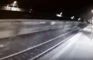 Pioltello, disastro: treno passa e ci sono scintille