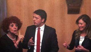 Maria Elena Boschi con Renzi e la Fedeli fa un gesto poco signorile