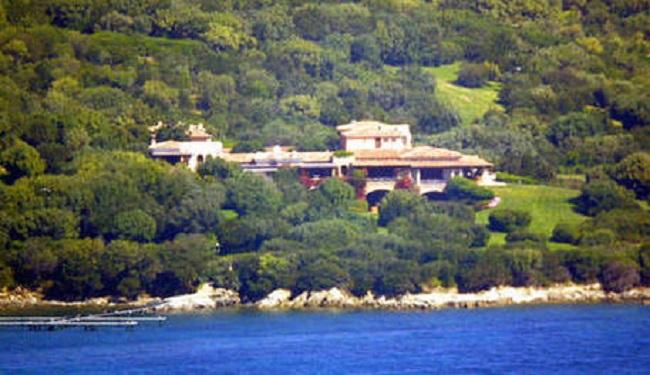 Berlusconi allarga ancora Villa Certosa: il restyling della tenuta