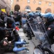 Bologna, scontri polizia a corteo Forza Nuova 16 febbraio