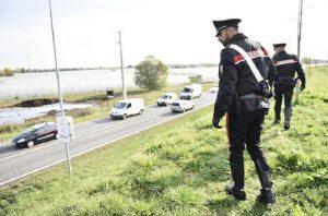 I rilievi dei carabinieri (foto Ansa)