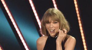 """Taylor Swift non ha copiato altro brano: per giudice versi incriminati troppo """"banali"""""""