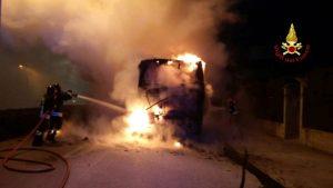 Chioggia, autobus Actv a fuoco a Sottomarina