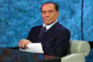 """Berlusconi: """"Nonno sta benissimo, vi farà vedere i sorci verdi"""""""