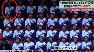 Olimpiadi 2018: cheerleader nordcoreana applaude pattinatori Usa