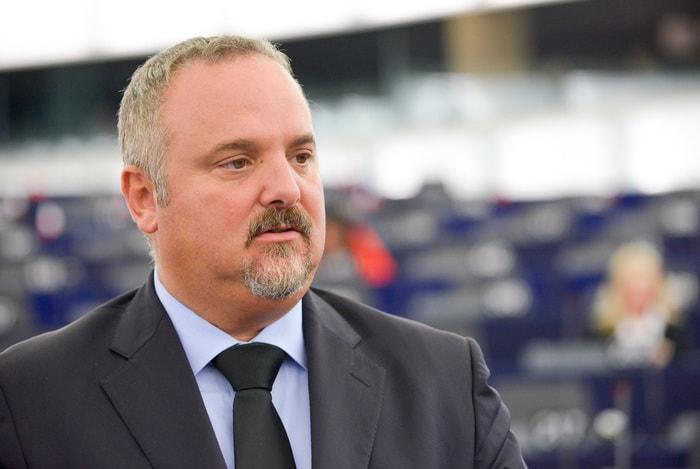 David Borrelli, il caso dell'eurodeputato M5s è oscuro. Giua: come se Minniti...Valentini: ecco i retroscena