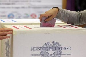 Sondaggio Swg: M5S primo partito al 28,4%. Ma coalizione centrodestra è al 36. Giù il Pd