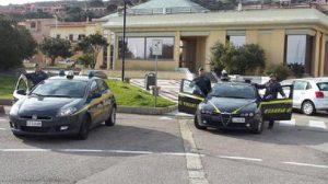 Nettuno (Roma): auto Guardia di Finanza in fiamme