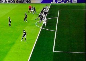 Juventus-Tottenham 2-2, moviola: Higuain fuorigioco sul primo gol, Kane gol viziato da fallo su Chiellini, Benatia-Kane poteva starci rigore