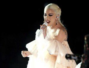Lady Gaga malata, annulla concerti: cos'è la fibromialgia